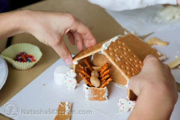 Gingerbread Manger Gingerbread House-4