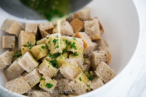 Easy Crunchy Garlic Croutons-6