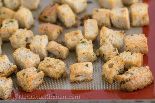 Easy Crunchy Garlic Croutons-9