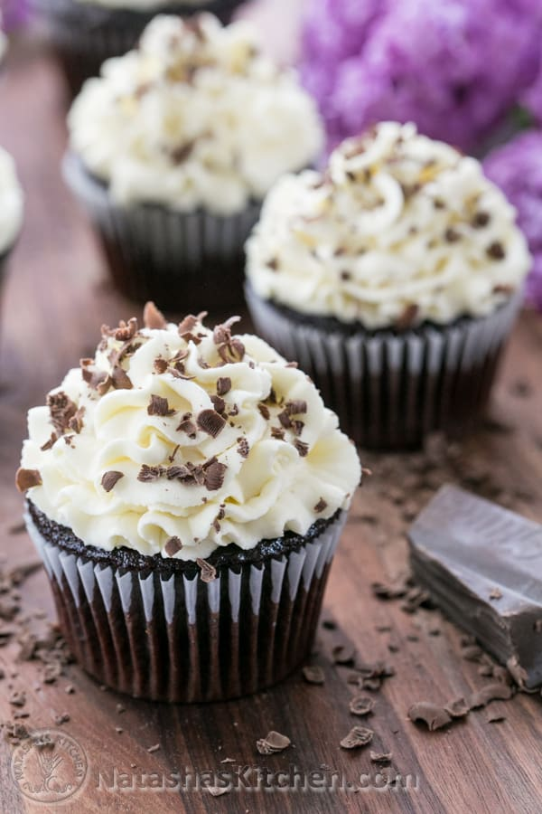 Gingerbread Cupcakes With White Chocolate Cream Cheese Frosting ...