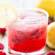 This sparkling raspberry lemonade is an easy and refreshing party drink. This raspberry lemonade will keep you cool in summer!