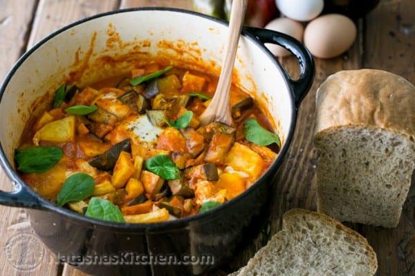 Traditional Israeli Shakshuka Recipe. This will blow your tastebuds! @natashaskitchen
