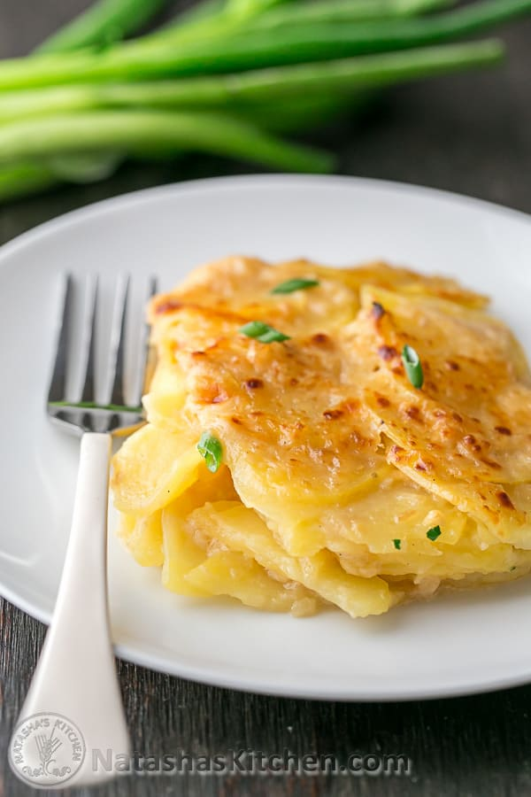This skinny scalloped potato gratin is creamy and tastes incredibly indulgent! @natashaskitchen