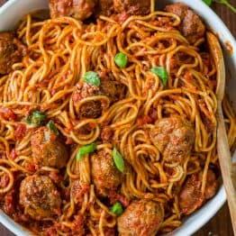 The Best Spaghetti & Meatballs!! Here's the secret to making meatballs uber juicy & tasty! #spaghettiandmeatballs #spaghettimeatballs #meatballs #spaghetti #pasta #italian #natashaskitchen