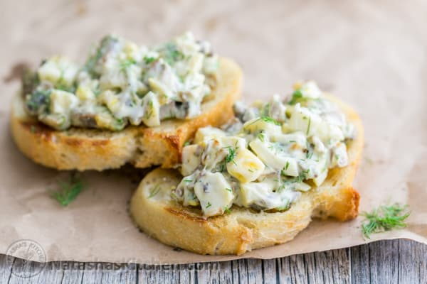 The addition of mushrooms and a flavorful dressing takes this egg salad over the top. Great lunch idea. Easy & Super Tasty!   natashaskitchen.com