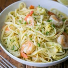 This shrimp and artichoke linguine is a 30-minute meal! It has a fresh and light lemon herb sauce - DELICIOUS!! | natashaskitchen.com