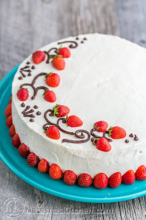 Strawberry cake recipe - How to slice strawberries for decoration ...