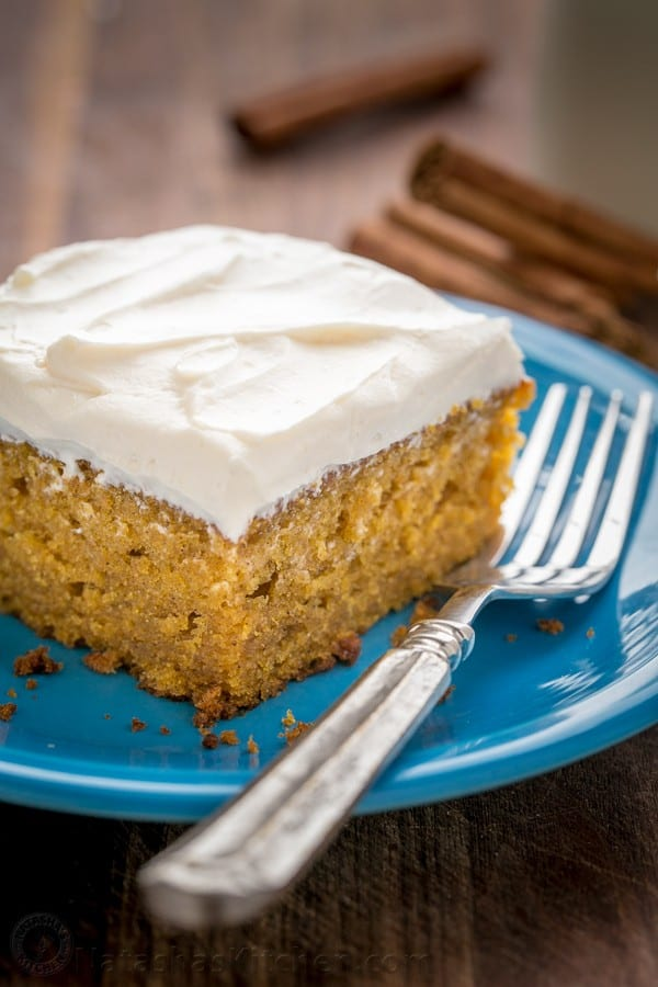 Easy pumpkin cake with marshmallow-like cream cheese frosting