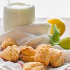 These cottage cheese cookies are lightly sweet, crisp and crumbly. They are just right with a hot cup of tea, coffee or just enjoy them with milk.