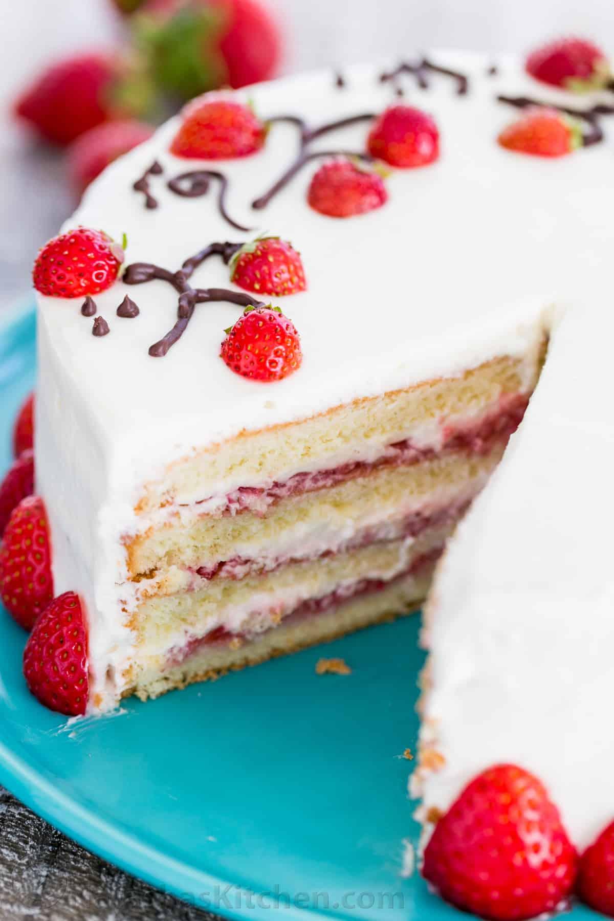 How to Make Strawberry Cake Recipe (VIDEO ...