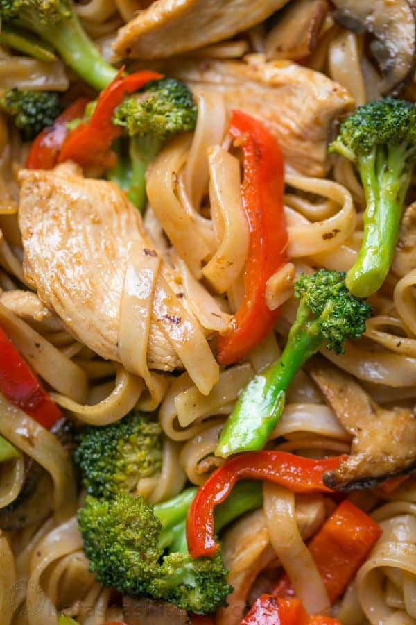 A quick and easy stir fry recipe thats done in 30 min! It's perfect for busy weeknights and healthier than takeout! Watch the easy stir fry video recipe.   natashaskitchen.com