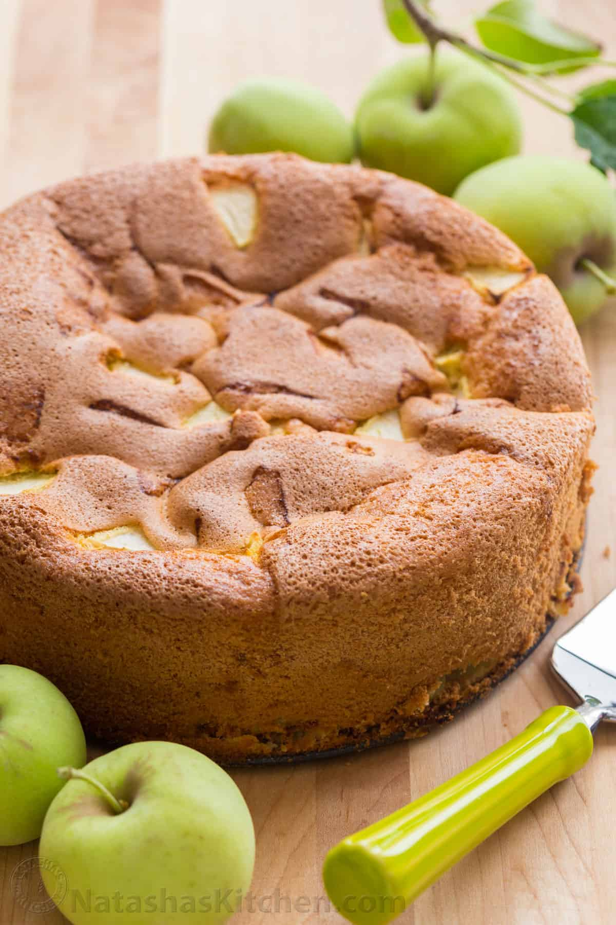 Detailed recipe for Charlotte classic with apples