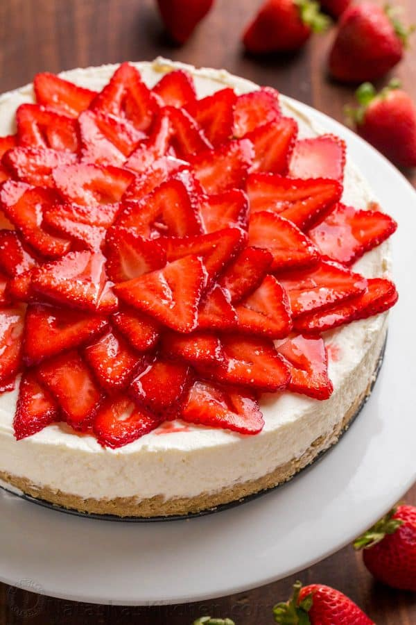 No bake cheesecake recipes with strawberry topping and strawberry glaze over the top