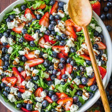 Arugula salad dressed with balsamic glaze