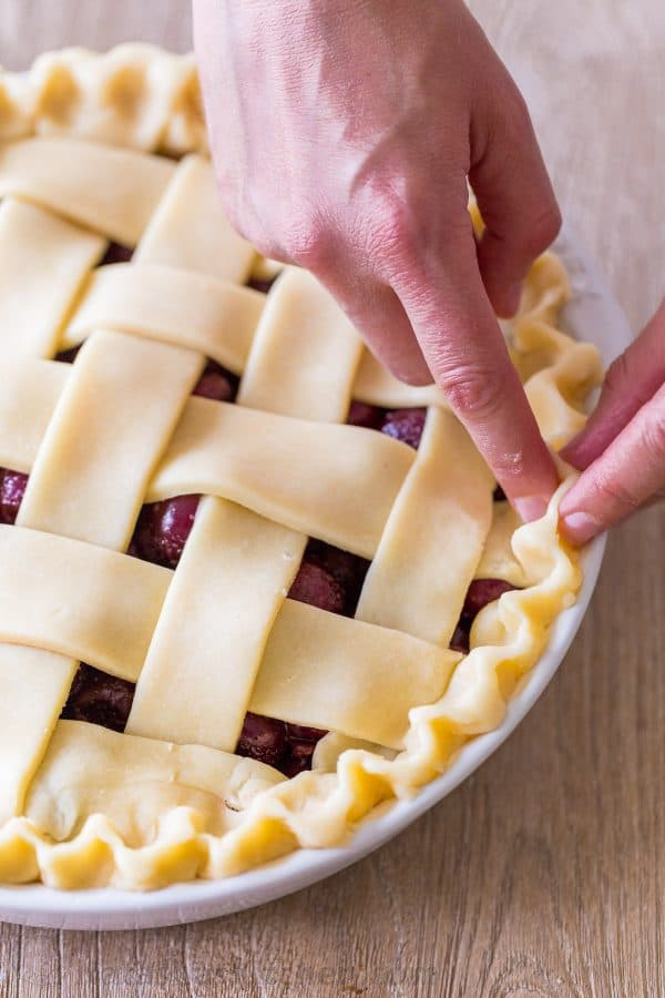 How to crimp a pie crust for cherry pie