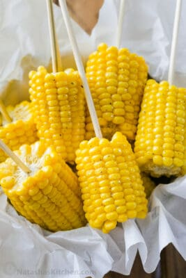 Boiled corn on the cob served on skewers