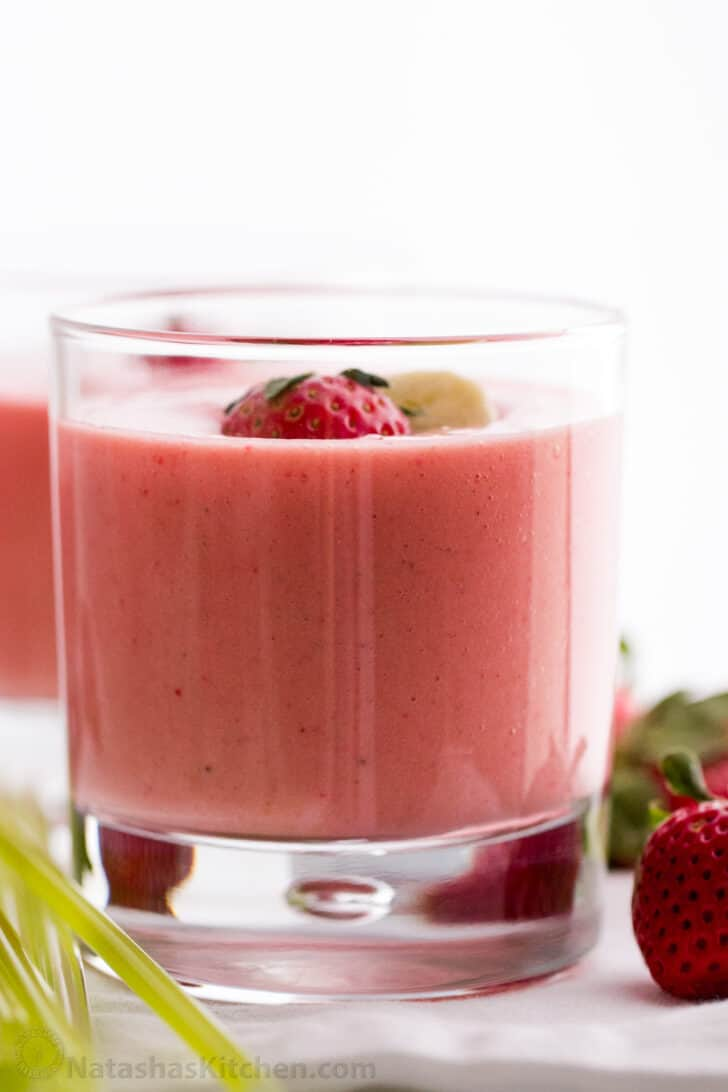 Easy Strawberry Smoothie Recipe with frozen strawberries served in cups