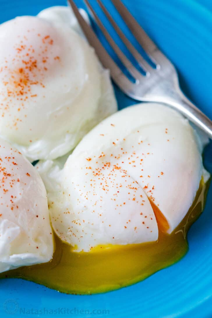 Poached egg recipe served on blue plate
