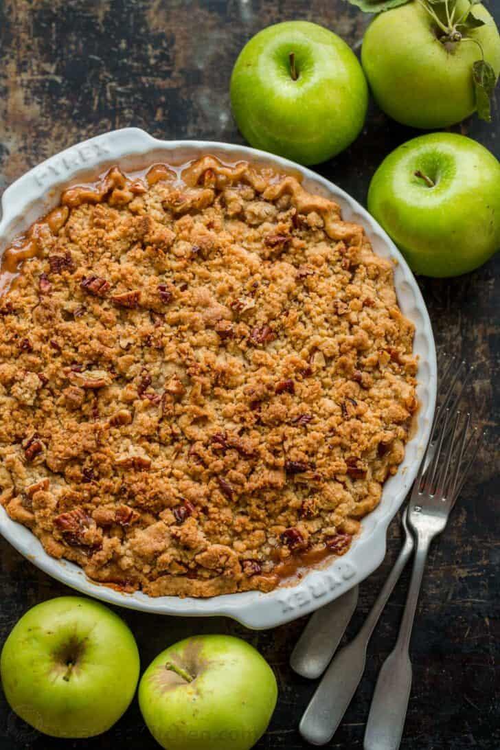 Tarta de manzana holandesa al horno con manzanas verdes