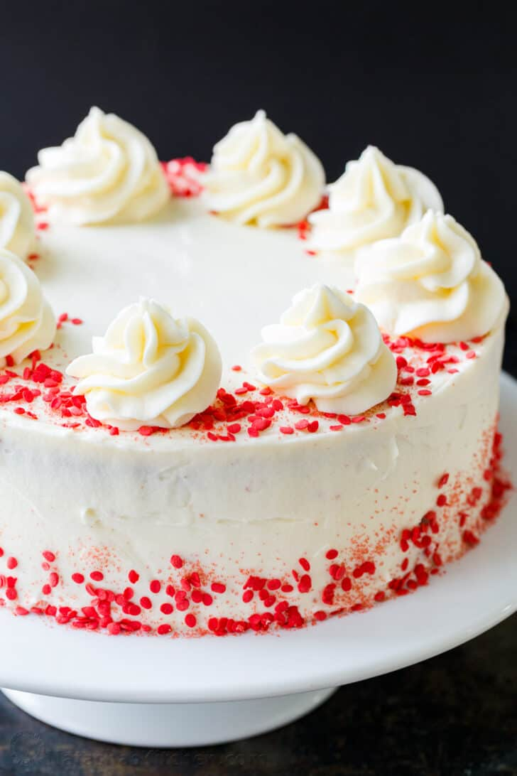 How to decorate red velvet cake with sprinkles and frosting