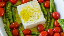 Baked feta and tomatoes pasta