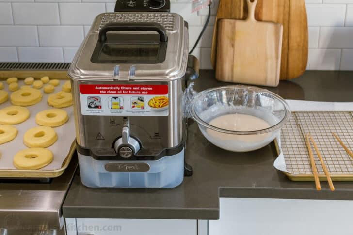 Frying station setup for fried donuts