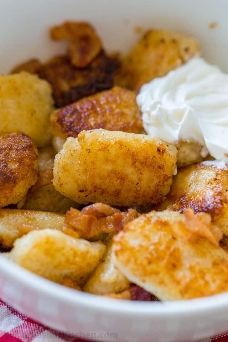 Sautéed gnocchi with bacon and sour cream